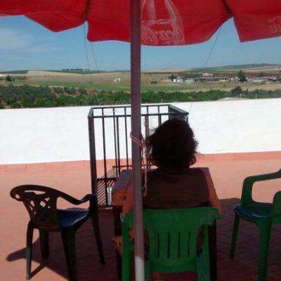 terraza del albergue de peregrinos luz del camino guillena via de la plata a santiago de compostela