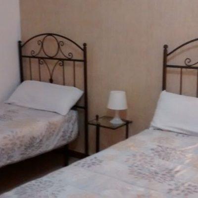 nueva decoración habitaciones del albergue de peregrinos luz del camino guillena via de la plata a santiago de compostela