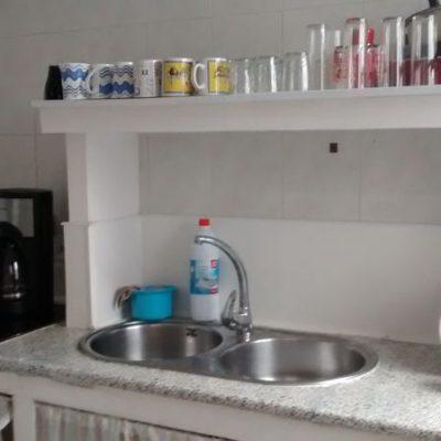 cocina del albergue de peregrinos luz del camino guillena via de la plata a santiago de compostela
