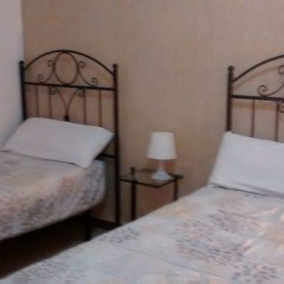 habitación triple en albergue de peregrinos luz del camino guillena via de la plata a santiago de compostela